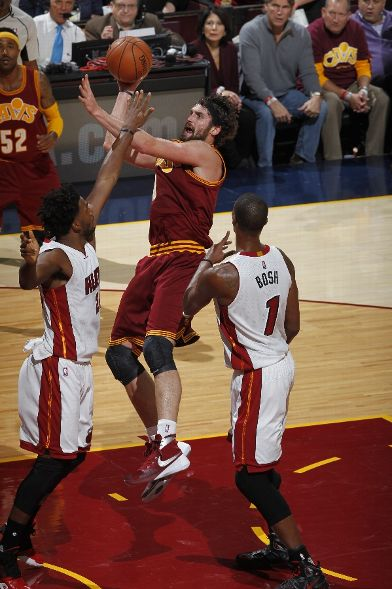 NBA-Kicks-2015-10-30-Kevin-Love-Nike-Hyperdunk-2015