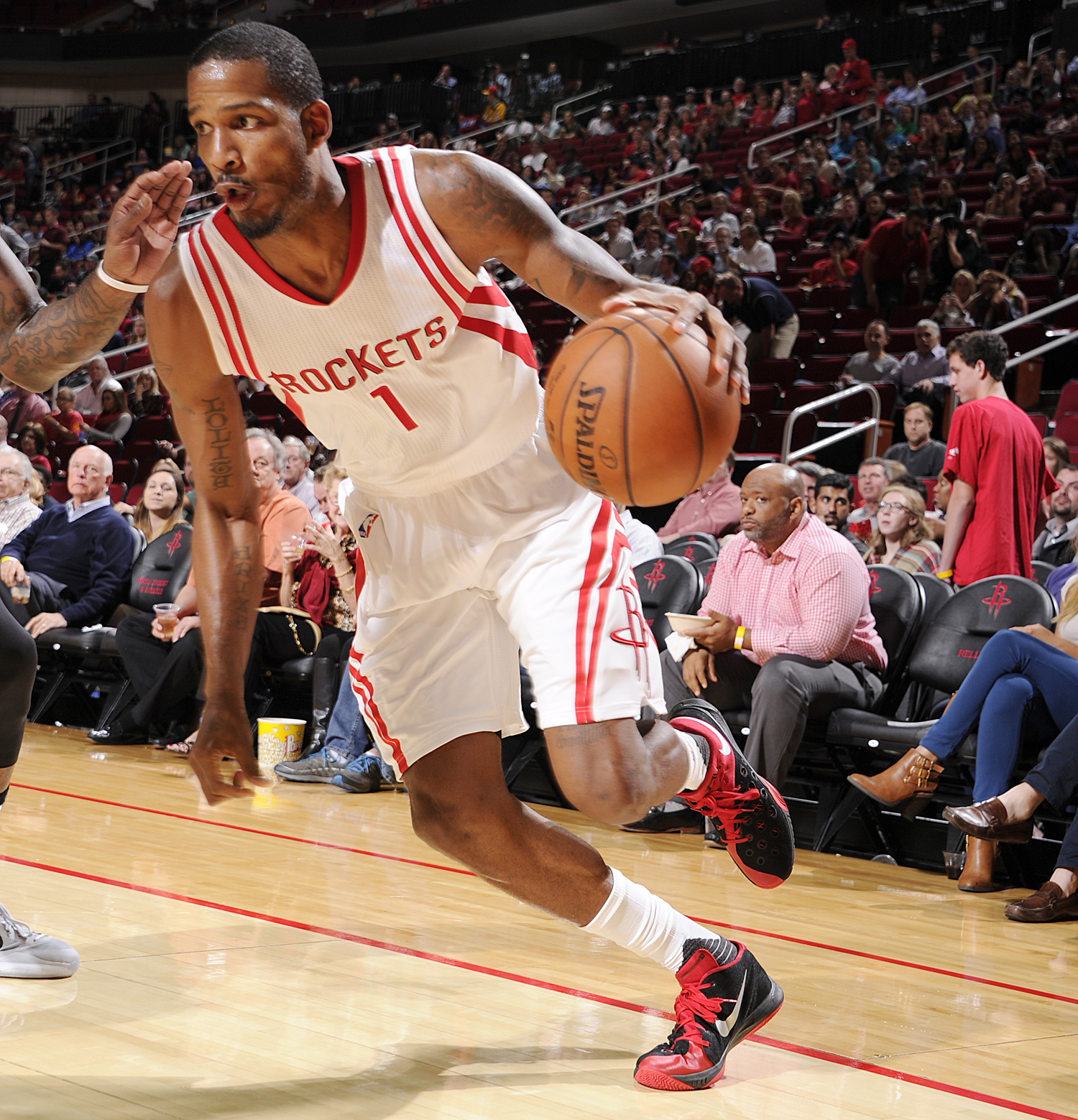 HOUSTON, TX - NOVEMBER 16:  Trevor Ariza #1 of the Houston Rockets handles the ball against the Boston Celtics on November 16, 2015 at the Toyota Center in Houston, Texas. NOTE TO USER: User expressly acknowledges and agrees that, by downloading and or using this photograph, User is consenting to the terms and conditions of the Getty Images License Agreement. Mandatory Copyright Notice: Copyright 2015 NBAE (Photo by Bill Baptist/NBAE via Getty Images)